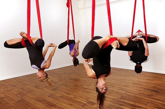 10€ από 20€ για δυο μαθήματα Αerial Yoga στο Go Fit στο Μαρούσι. H Aerial Yoga είναι ένα διαφορετικό είδος άσκησης, που γυμνάζει όλο το σώμα και θα σας κρατήσει το ενδιαφέρον. Σημαντικό πλεονέκτημα είναι ότι συνδυάζει το κάψιμο λίπους, τη μυϊκή σύσφιξη, την ενδυνάμωση του σώματος, τη βαθιά μυϊκή χαλάρωση και την ψυχική ευεξία. εικόνα