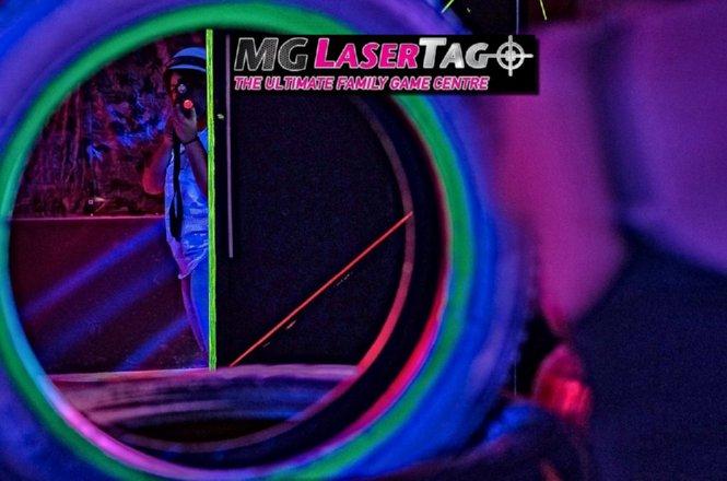3.5€ από 7€ για 1 παιχνίδι για 1 άτομο στο MG Lasertag Athens στο Αιγάλεω μέχρι και έως 10 άτομα/ομάδα. Συνδυάζει ταχύτητα, δράση, περιπέτεια και σύγχρονη τεχνολογία. Πρόκειται για ένα παιχνίδι δράσης το οποίο θα μπορούσε να χαρακτηριστεί ως το ηλεκτρονικό «paintball», αφού χρησιμοποιεί high tech εξοπλισμό με αόρατη ακτίνα!! εικόνα