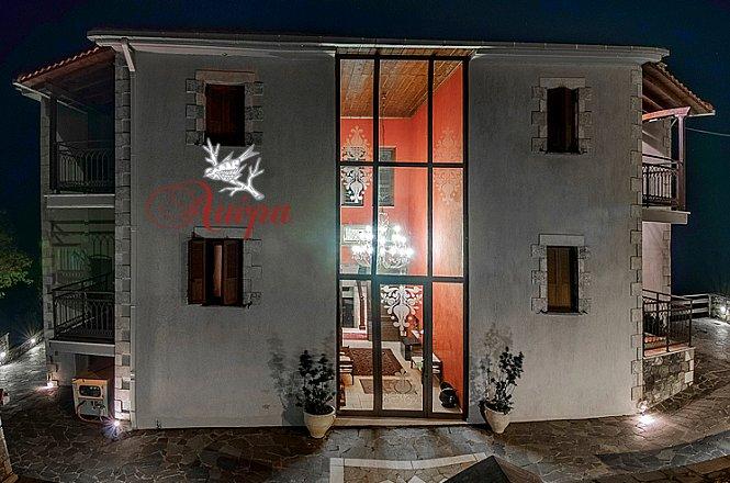 110€ για ένα 3ήμερο (2 διανυκτερεύσεις) δύο ατόμων με πρωινό, στο Aiora Suites στη Βυτίνα. Στο κέντρο ενός μικρόκοσμου μεγαλειώδους φυσικής ομορφιάς, η ΑΙΩΡΑ luxury suites μπορεί να αποτελέσει ιδανικό ορμητήριο για μικρές αποδράσεις & εξερευνήσεις στην γύρω περιοχή!! εικόνα