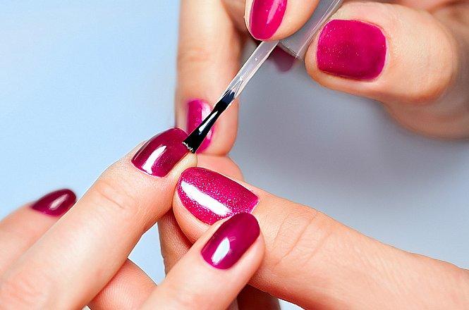 6€ ολοκληρωμένο απλό ή ημιμόνιμο manicure με nail glitter και στρας, από το
