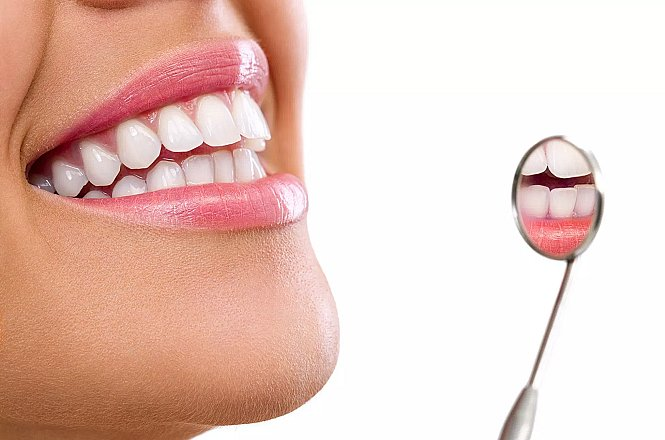 25€ για ένα (1) σφράγισμα δοντιού και πλήρης στοματικός έλεγχος σε οδοντιατρική κλινική στο Παγκράτι (1 λεπτό από τη στάση Μετρό Ευαγγελισμός έξοδος Ριζάρη). Αλλάζουμε τα παλιά μαύρα σφραγίσματα σε λευκά, τα οποία είναι αισθητικότερα και λιγότερο επιβλαβή για τον οργανισμό λόγω του ότι δεν περιέχουν υδράργυρο που υπάρχει στα μαύρα μεταλλικά σφραγίσματα. εικόνα