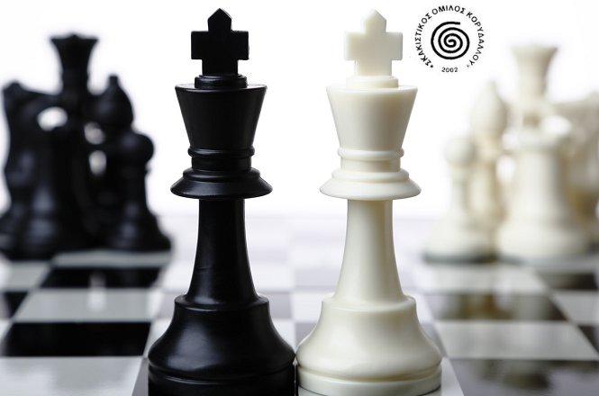 8€ διαδικτυακά μαθήματα σκάκι με αναγνωρισμένους προπονητές του Σκακιστικού Ομίλου Κορυδαλλού. Τα μαθήματα γίνονται διαδικτυακά μέσω της πλατφόρμας zoom είτε μέσω skype. Ιδιαίτερο μάθημα διάρκειας 60 λεπτών κατά το οποίο ο προπονούμενος μυείται στα μυστικά του κορυφαίου πνευματικού αθλήματος στον κόσμο. εικόνα